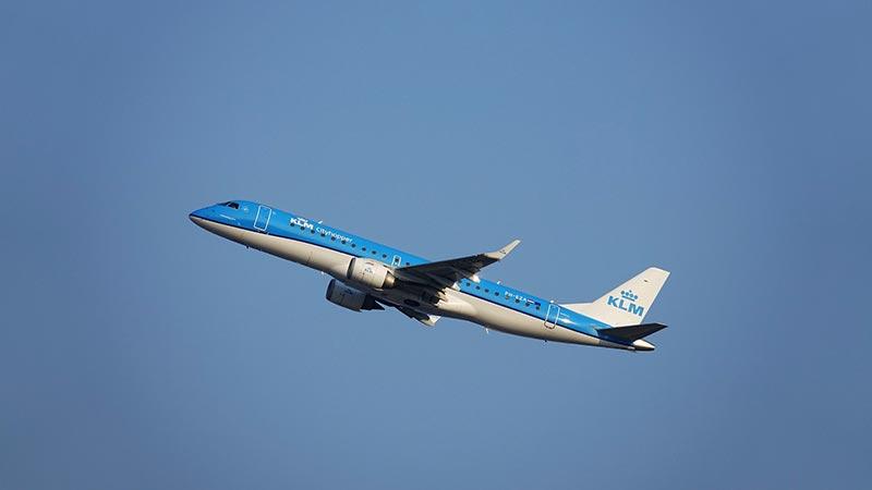 KLM stelt gezichtsbescherming verplicht: 'Sjaal ook goed'